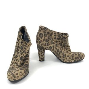 Sam & Libby Womens Selena Leopard Ankle Booties 10